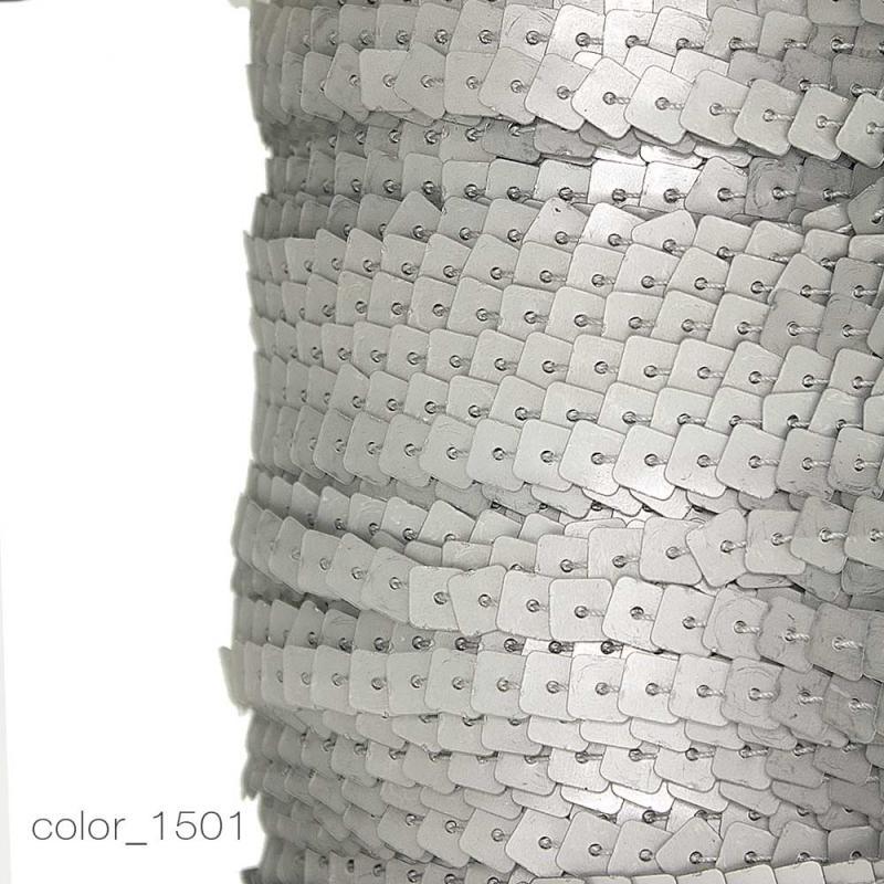 1197 Пайетки матовые квадратные на нитке_1